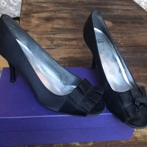 Stuart Weitzman Ribbon Black Satin pumps